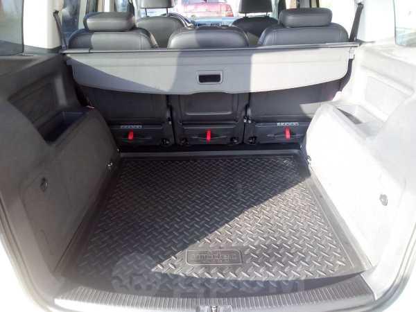 Volkswagen Touran, 2011 год, 750 000 руб.