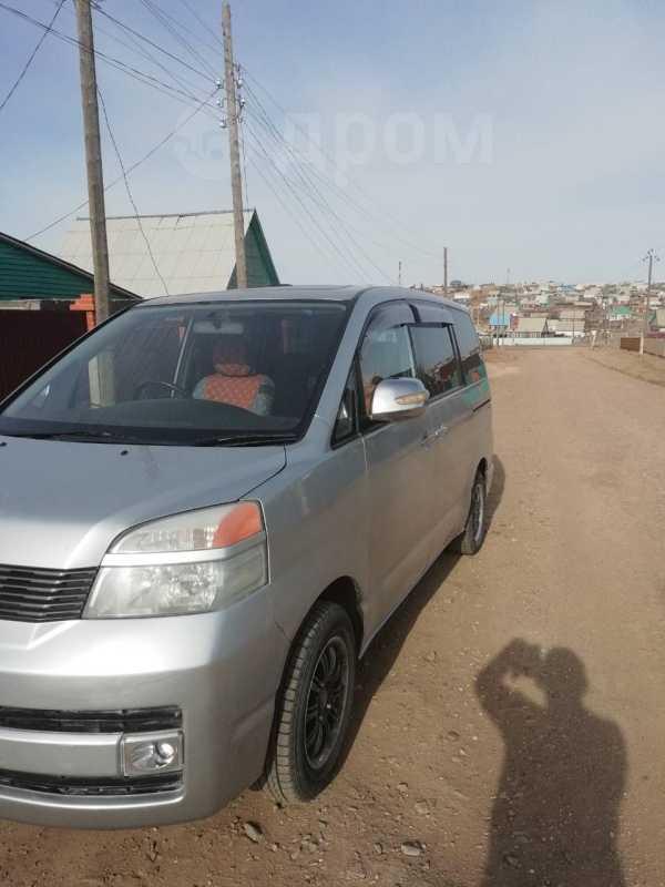 Toyota Voxy, 2003 год, 515 000 руб.
