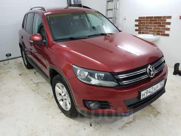 Volkswagen Tiguan, 2011 год, 577 000 руб.