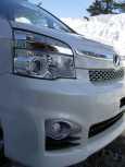 Toyota Voxy, 2013 год, 1 250 000 руб.