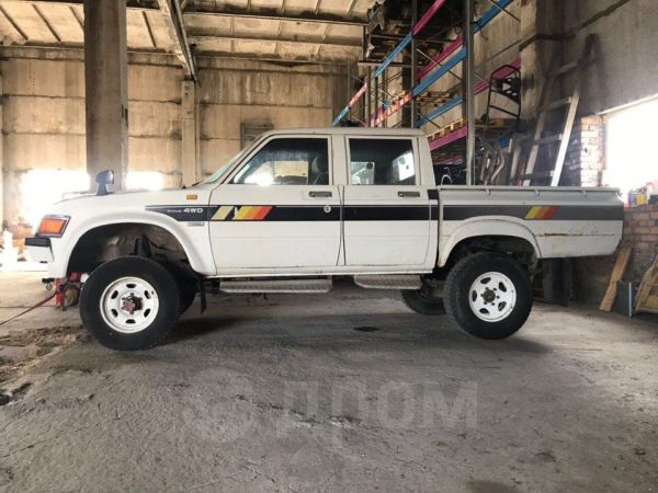 Toyota Hilux Pick Up, 1983 год, 250 000 руб.