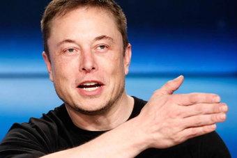 Комментируя квартальную отчетность, директор Tesla Илон Маск выразил уверенность, что компания сможет стать прибыльной до конца финансового года.