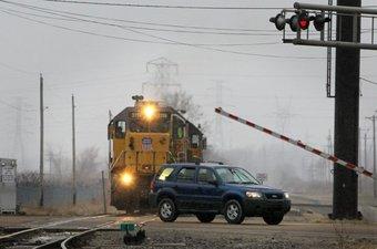 За четыре месяца 2018 года в РФ на железнодорожных переездах по вине водителей транспортных средств, грубо нарушивших ПДД, допущено 107 столкновений с подвижным составом — с ростом к уровню 2017 года на 5%.