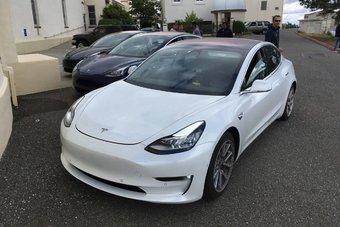 Сейчас Tesla Model 3 выпускается только с задним приводом.