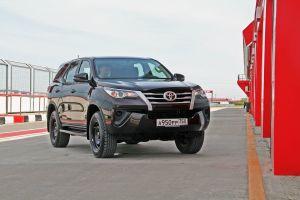 Fortuner иКавказ: как едет погорам самый доступный внедорожник Тойоты — 2.7, МКПП, штамповка