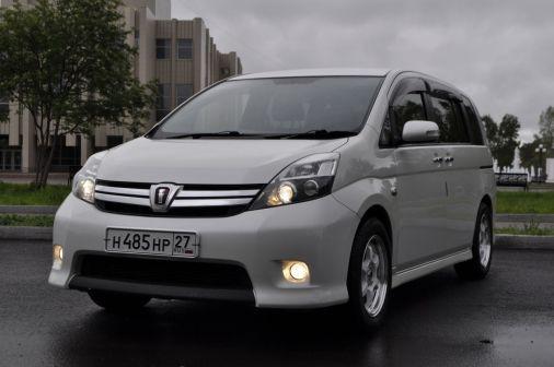 Toyota Isis 2013 - отзыв владельца