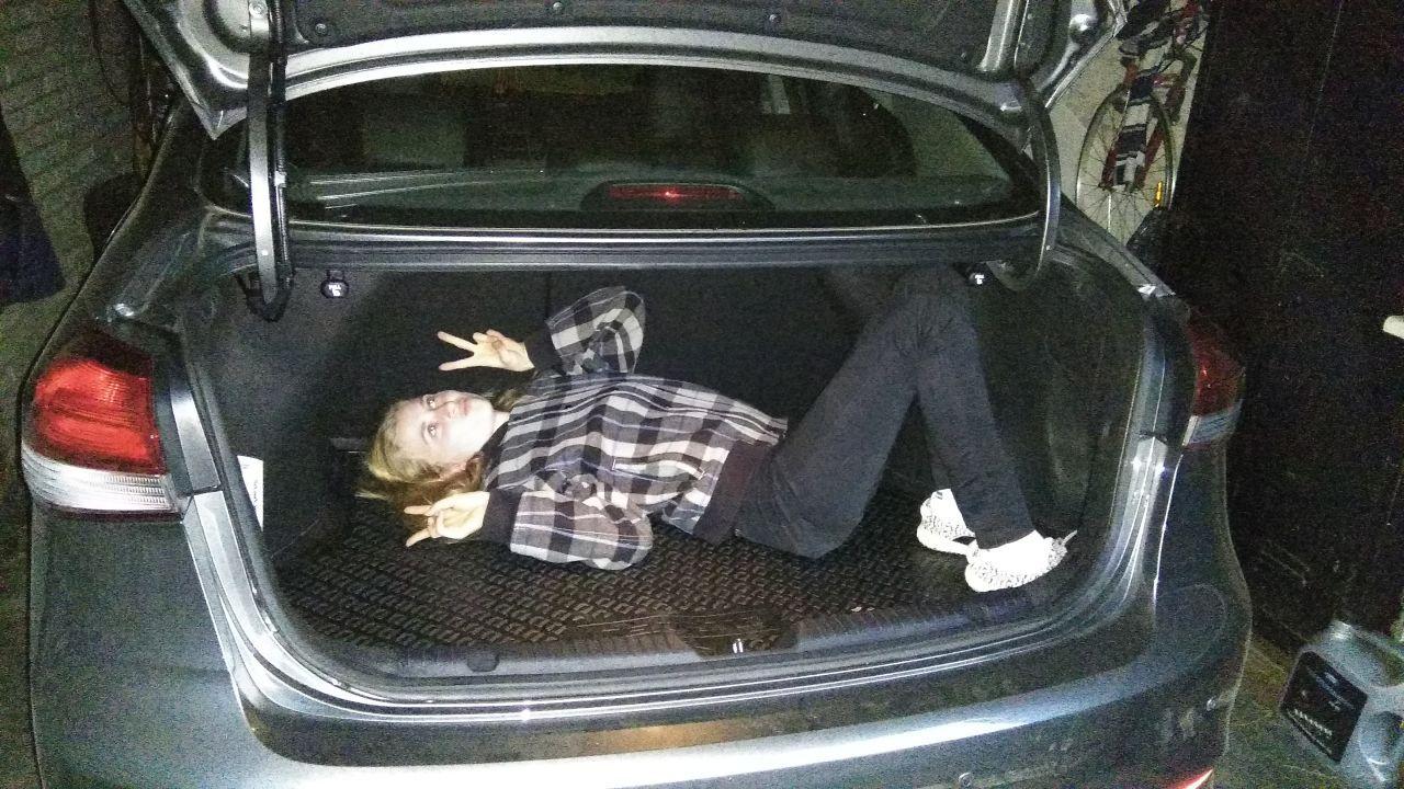 Это не киднепинг. Измеряю багажник в дочерях.