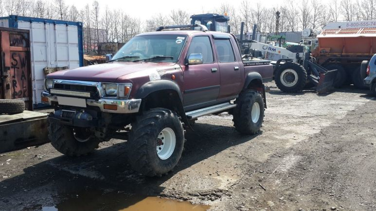 Toyota Hilux Pick Up, 1990 год, 650 000 руб.