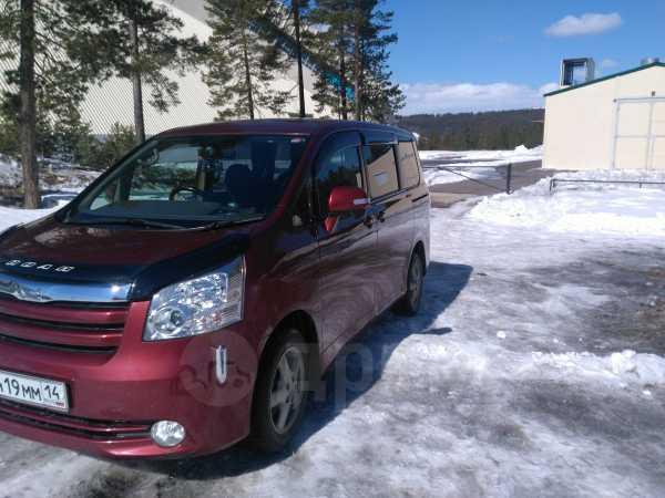 Toyota Noah, 2009 год, 850 000 руб.