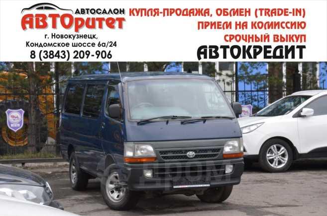 Toyota Hiace, 2003 год, 525 000 руб.