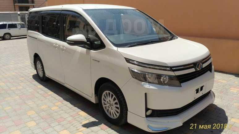 Toyota Voxy, 2014 год, 1 390 000 руб.