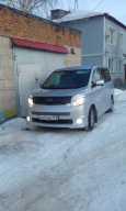 Toyota Voxy, 2010 год, 955 000 руб.