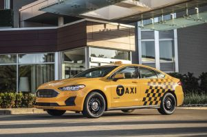 Ford представил два автомобиля, созданных специально для такси
