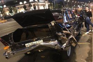 В Москве автомобиль-такси отправил раритетную «Чайку» в утиль (ФОТО)