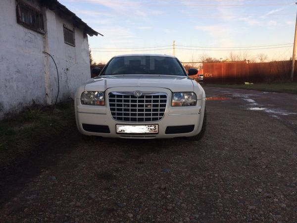 Chrysler 300C, 2004 год, 580 000 руб.
