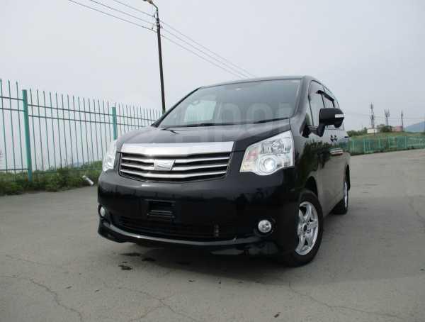 Toyota Noah, 2013 год, 960 000 руб.