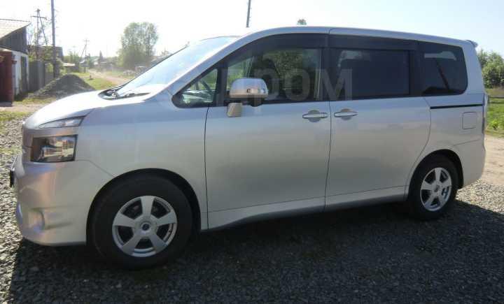 Toyota Voxy, 2009 год, 780 000 руб.
