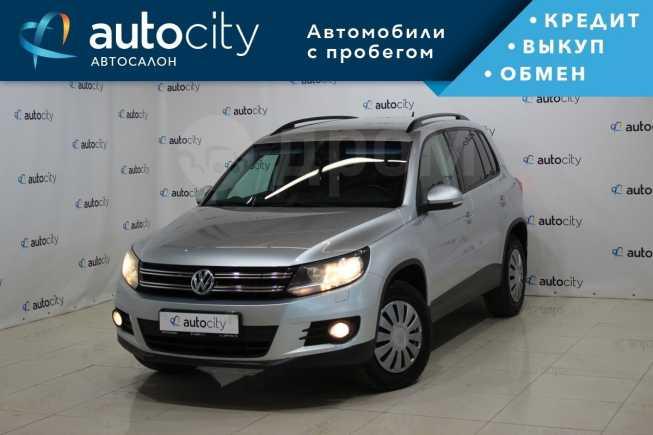 Volkswagen Tiguan, 2011 год, 585 000 руб.