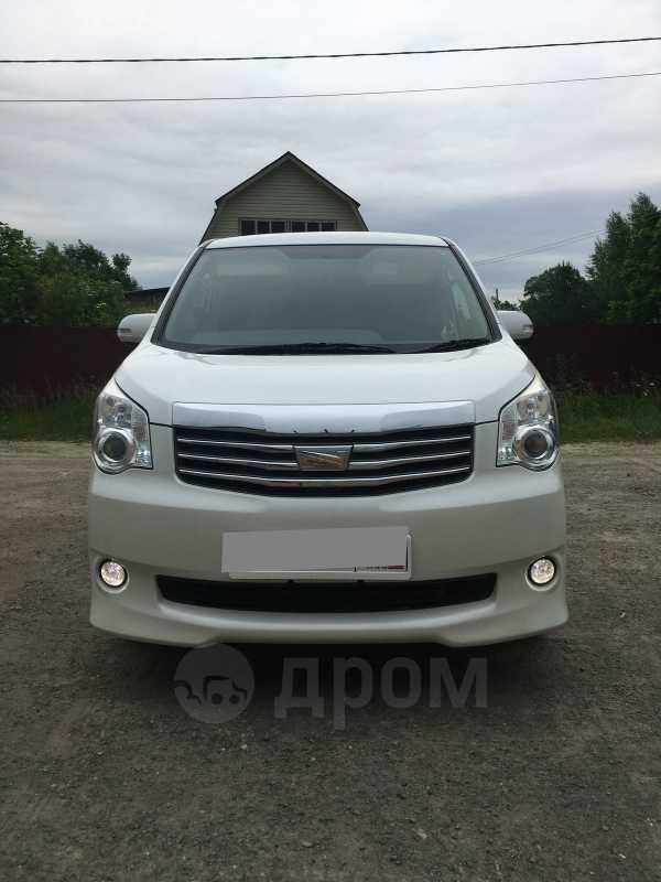 Toyota Noah, 2011 год, 889 000 руб.