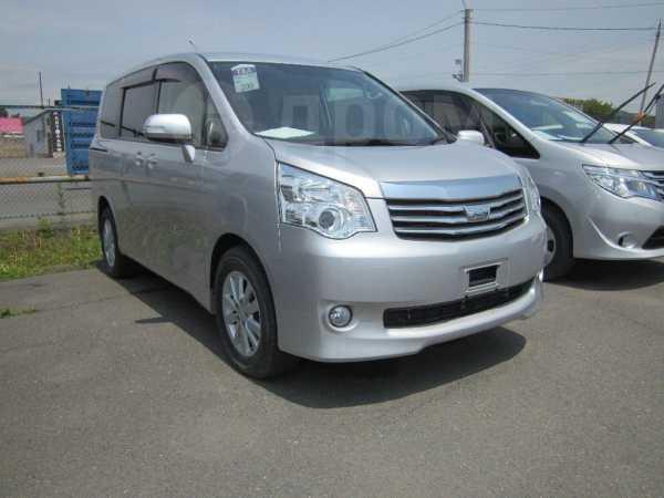 Toyota Noah, 2012 год, 1 100 000 руб.