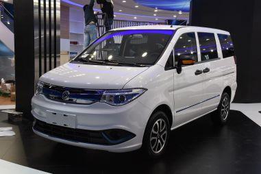 Специально для китайцев Nissan выпустил электромобиль на базе Serena 20-летней давности