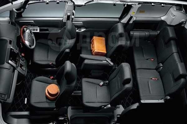 Toyota Voxy, 2009 год, 777 000 руб.