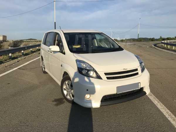 Toyota Isis, 2012 год, 750 000 руб.
