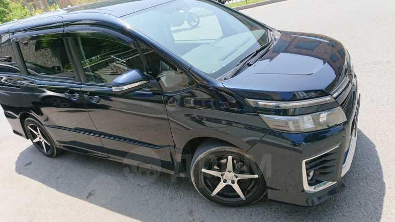 Toyota Voxy, 2014 год, 1 230 000 руб.