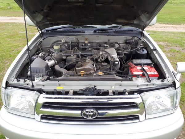 Toyota Hilux Surf, 2000 год, 650 000 руб.