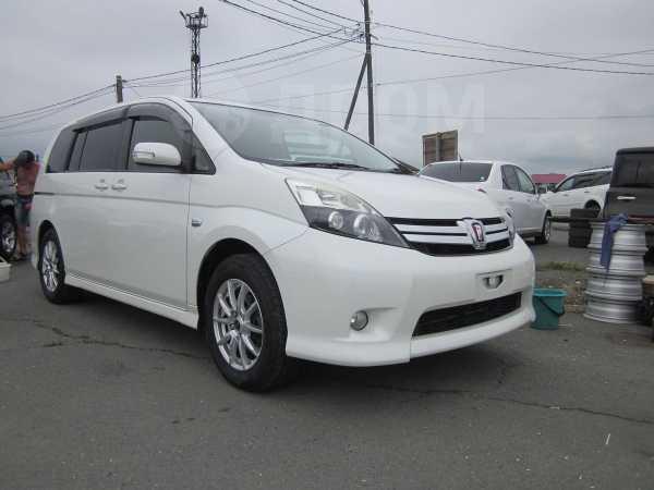 Toyota Isis, 2012 год, 735 000 руб.