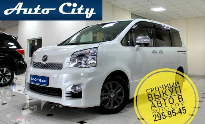 Toyota Voxy, 2013 год, 1 045 000 руб.