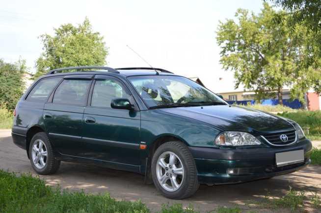 Toyota Avensis, 2002 год, 335 000 руб.