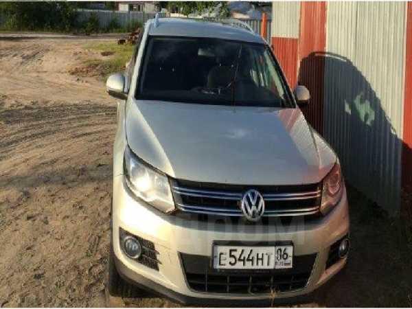 Volkswagen Tiguan, 2011 год, 800 000 руб.