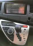 Toyota Isis, 2011 год, 819 000 руб.