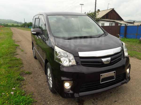 Toyota Noah, 2012 год, 1 130 000 руб.