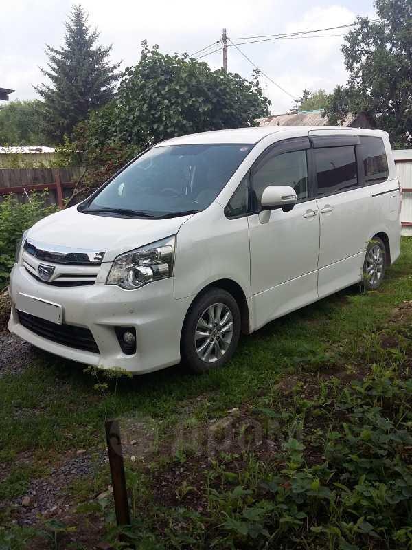 Toyota Noah, 2010 год, 930 000 руб.