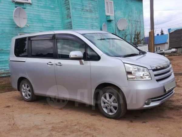 Toyota Noah, 2009 год, 720 000 руб.