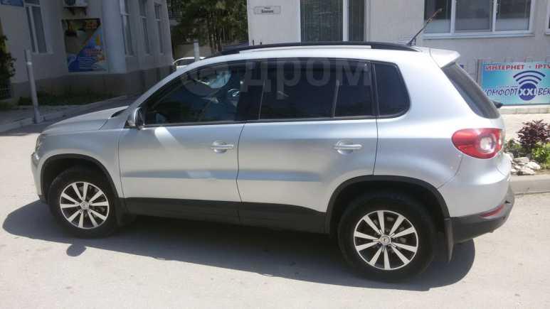 Volkswagen Tiguan, 2010 год, 560 000 руб.