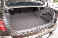 Объем багажника, л: 586