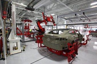 Основную ставку в своем бизнесе Tesla делает на Model 3.