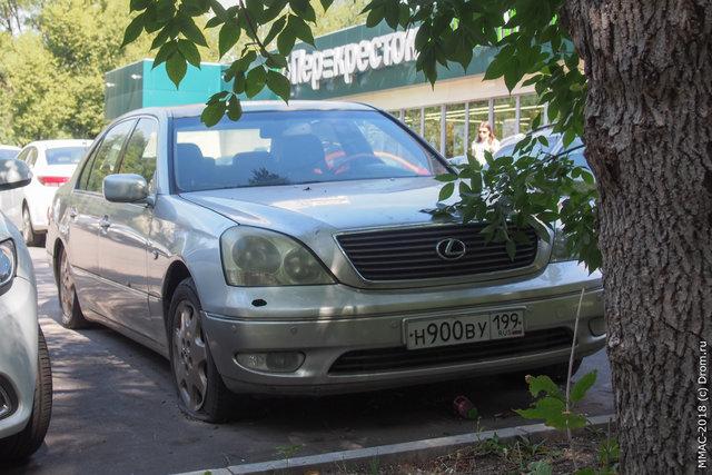 12. Раздолбанный Lexus LS
