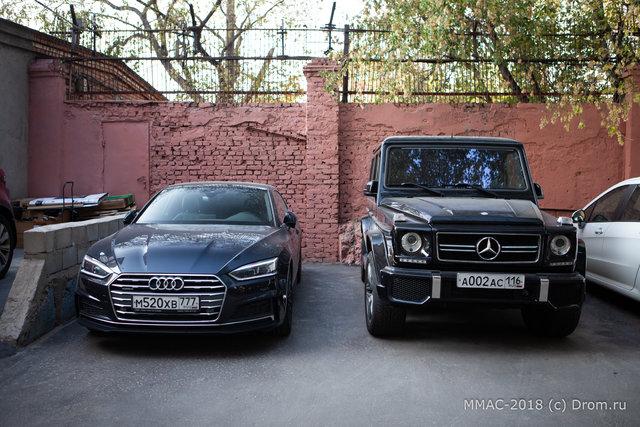 32. Есть некий контраст между автомобилями и качеством исполнения стены....