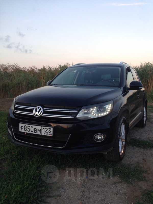 Volkswagen Tiguan, 2011 год, 860 000 руб.