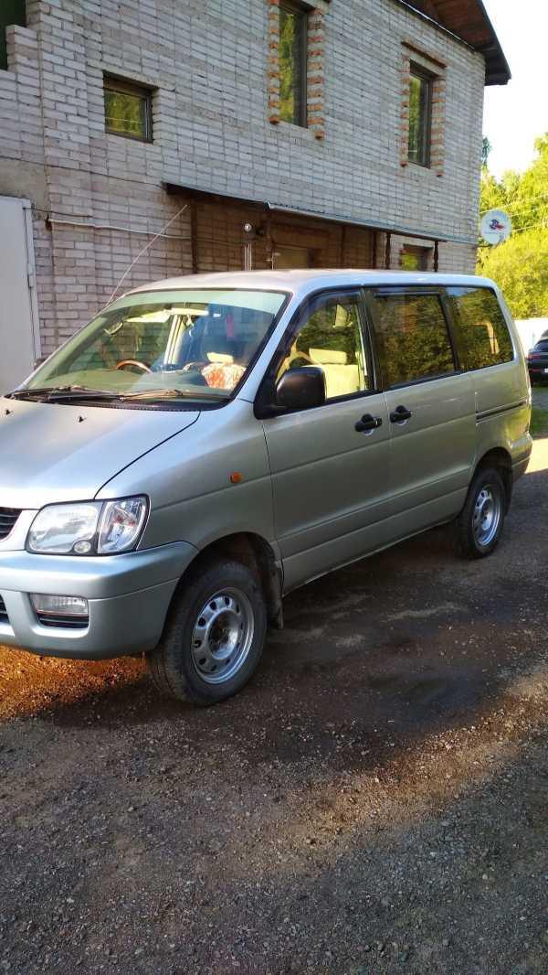 Toyota Town Ace Noah, 2001 год, 420 000 руб.