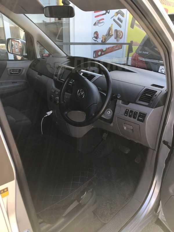 Toyota Voxy, 2003 год, 550 000 руб.