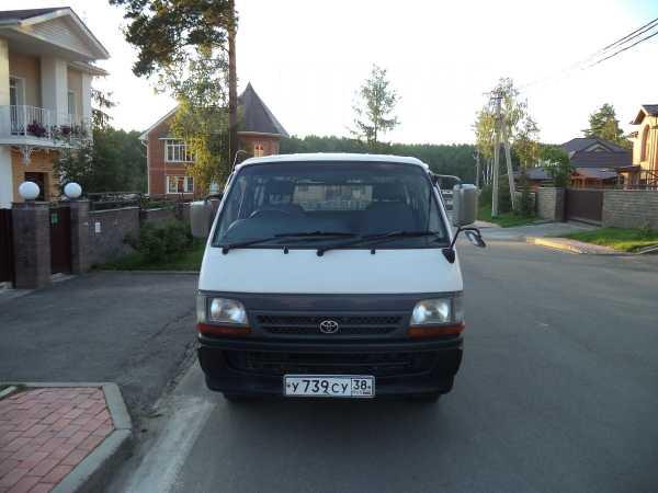 Toyota Hiace, 2001 год, 345 000 руб.