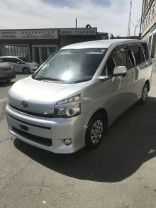 Владивосток Toyota Voxy 2013