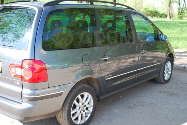 Volkswagen Sharan, 2008 год, 695 000 руб.