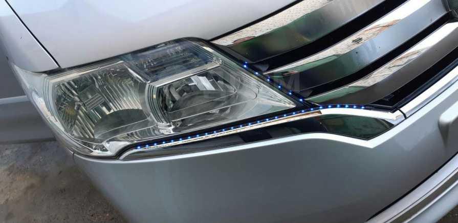 Nissan Serena, 2013 год, 905 555 руб.