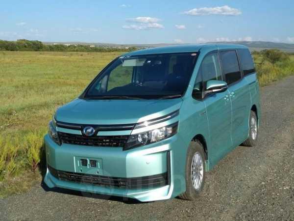 Toyota Voxy, 2014 год, 1 270 000 руб.